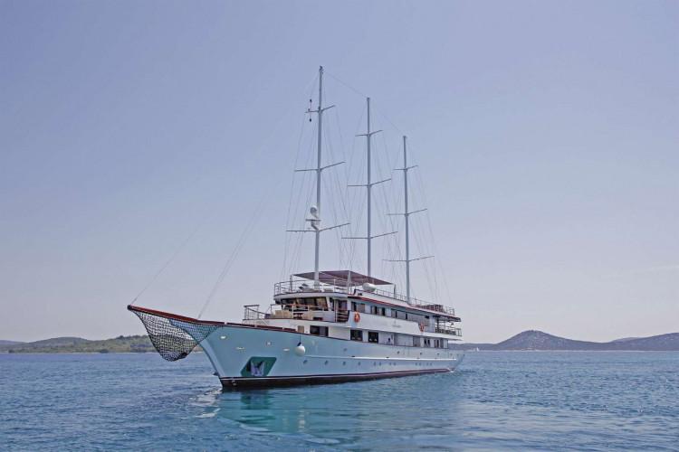 Voyage 18 cabins 38 pax Zadar 1