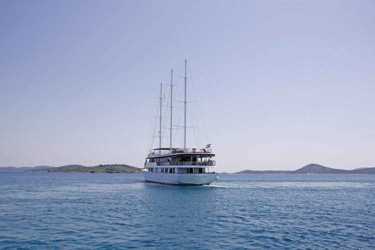 Voyage 18 cabins 38 pax Zadar 2