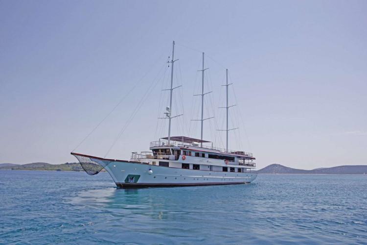 Voyage 18 cabins 38 pax Zadar 41