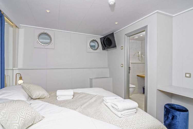 bellezza 19 cabins 40 pax trogir 31