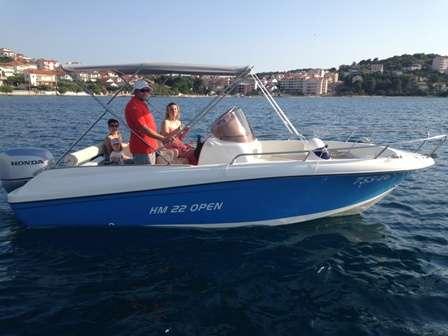 HM-22-FLY-Open-Trogir-7pax-speedboat
